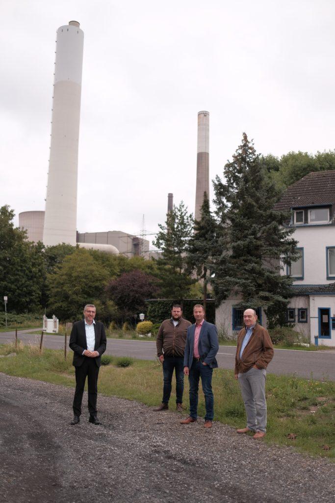 Roland Mitschke (CDU-Fraktionsvorsitzender im RVR, rechts) beim Besuch in Voerde. Außerdem auf dem Foto von links nach rechts: Frank Steenmanns (CDU-Bürgermeisterkandidat Voerde), Jan Langenfurth, Ingo Hülser (Fraktionsvorsitzender CDU Voerde).